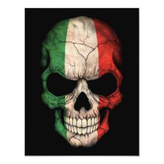 Crâne italien de drapeau sur le noir carton d'invitation