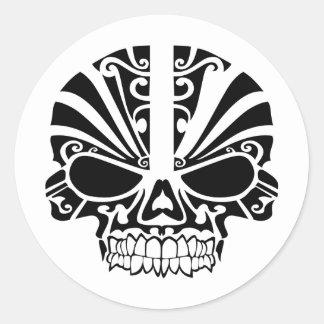 Crâne maori de masque de tatouage sticker rond