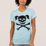 Crâne noir et os croisés de fille avec des tresses t-shirt