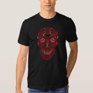 Crâne observé par 3 t-shirts
