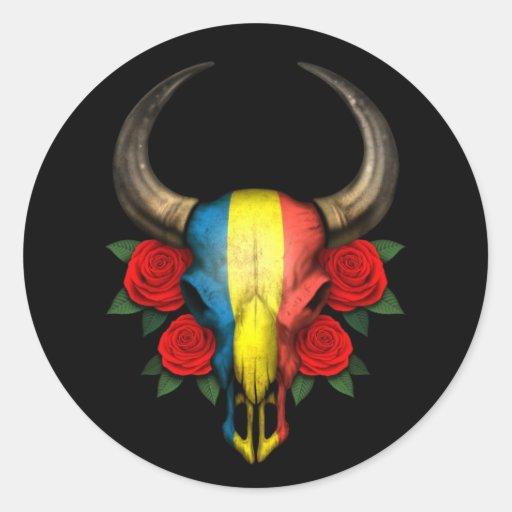 Crâne roumain de Taureau de drapeau avec les roses Autocollant Rond