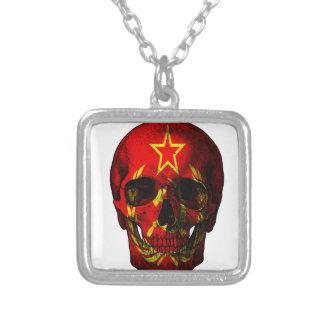 Crâne russe de drapeau collier