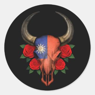 Crâne taiwanais de Taureau de drapeau avec les ros Adhésif
