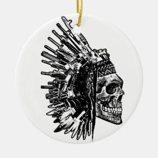 Crâne tribal, armes à feu et ornement de couteaux