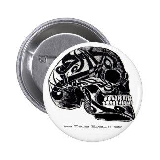 Crâne tribal avec le bouton de tatouages badge