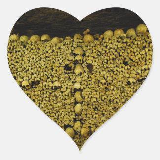 Crânes et os de catacombes de Paris Autocollants En Cœur