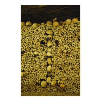 Crânes et os de catacombes de Paris Tract
