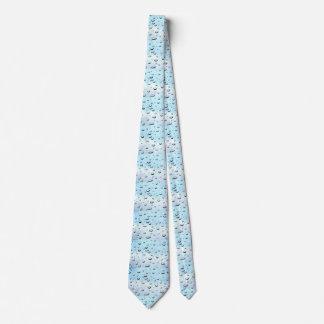 Cravate avec la conception bleu-clair de baisse de