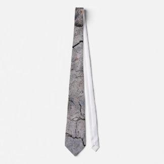 Cravate concrète criquée