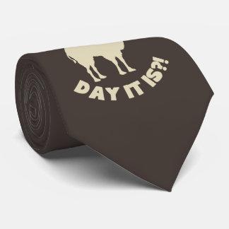 Cravate Conjecture quel jour ? Journée en milieu de