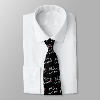Cravate de coeurs enlacée par Américain polonais