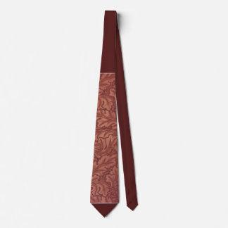Cravate de couleur de rouille avec le feuille