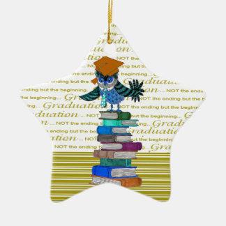 Cravate de port de hibou, casquette de diplômé sur ornement étoile en céramique