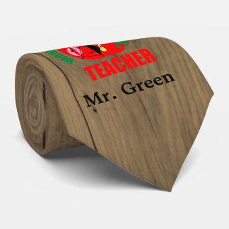 Cravate décoré d'un monogramme en bois de