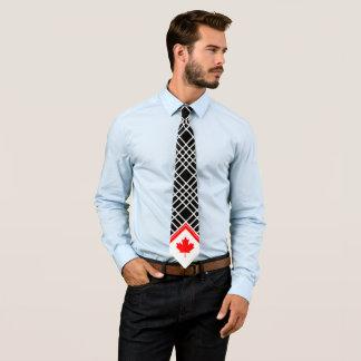 Cravate Érable canadien sur le motif croisé noir et blanc