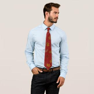 Cravate Feuille d'automne d'or sur la couleur faite sur
