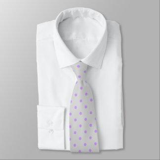 Cravate grise avec des points de pourpre de polka