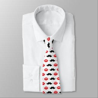 Cravate Moustache et lèvres rouges et motif noir