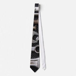 Cravate : outil de banc de mécanique
