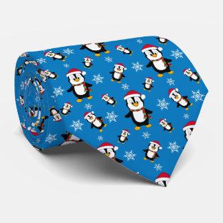 Cravate Pingouin d'hiver de Noël sur l'arrière - plan bleu