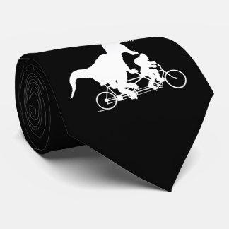 Cravate Squatchin allé faisant un cycle avec T-rex