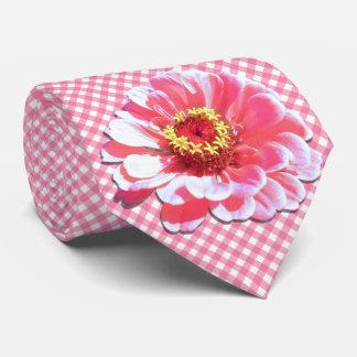 Cravate - Zinnia rose sur le trellis