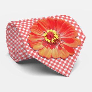 Cravate - Zinnia rouge sur le trellis
