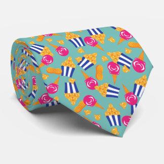 Cravates Le cirque coloré traite le maïs éclaté de crème