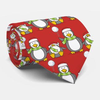 Cravates Noël lançant des boules de neige des pingouins