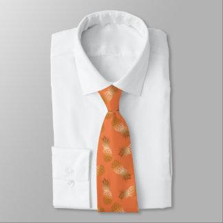 Cravates Orange hawaïenne de motif d'or d'ananas