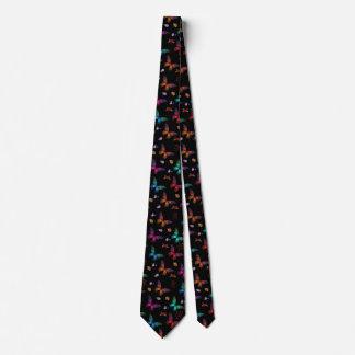 Cravates Papillons colorés élégants sur le noir