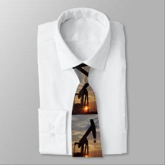 Cravates Pétrole du Texas pompant au coucher du soleil