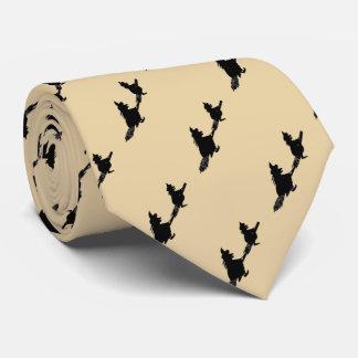 Cravates sorcières éffrayantes de vol sur des manches à