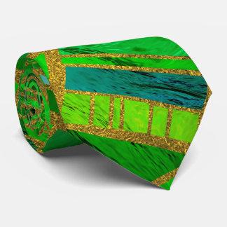 Cravates Vert géométrique et motif tribal africain d'or
