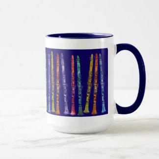 Crayons de clarinette sur le bleu mug