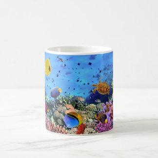 Créatures colorées de récif coralien mug