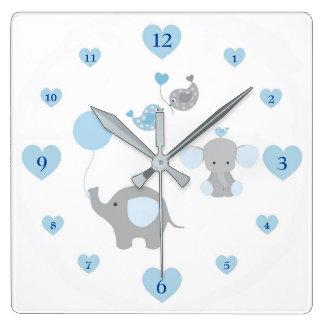 Crèche grise de bébé de gris bleu d'éléphant de horloge carrée