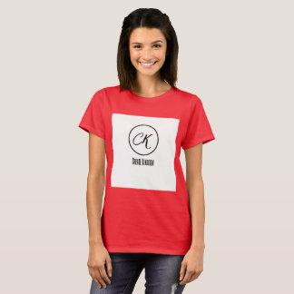 Créez le T-shirt foncé des femmes confortables de