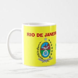 Crête du Brésil de Rio de Janeiro et tasse de