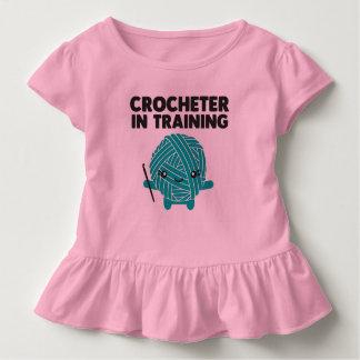 Crocheter dans la chemise d'enfant en bas âge de t-shirt pour les tous petits
