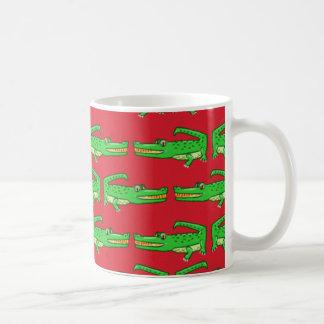 Crocodiles verts sur le rouge mug