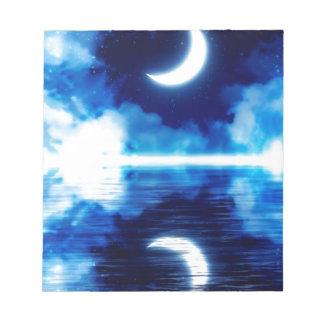 Croissant de lune au-dessus de ciel étoilé blocs notes