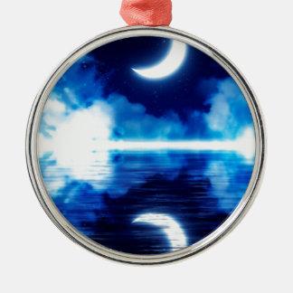 Croissant de lune au-dessus de ciel étoilé ornement rond argenté