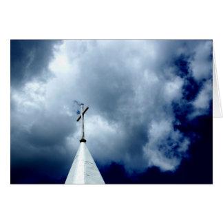 Croix dans la carte de photographie de ciel