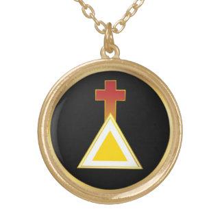 Croix d'aube et collier d'or de triangle