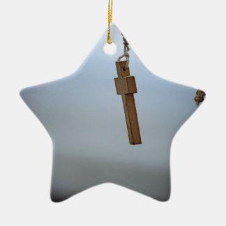 Croix en bois ornement étoile en céramique