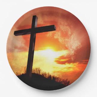 Croix religieuse de Pâques au coucher du soleil Assiettes En Papier
