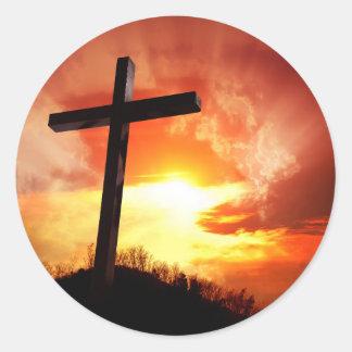 Croix religieuse de Pâques au coucher du soleil Sticker Rond
