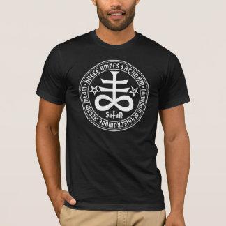 Croix satanique avec le texte et les pentagones t-shirts
