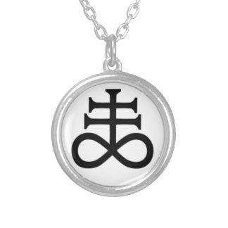 croix satanique pendentif rond